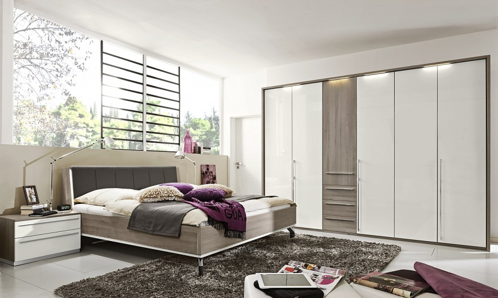 Loddenkemper-bedrooms_dream_kodiak larch-high gloss alpina white-9321-00-AM