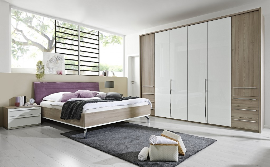 Loddenkemper-bedrooms_dream_kodiak larch-high gloss alpina white-prune 76-16-AM